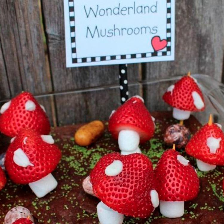 Morangos em formato de cogumelos decoração