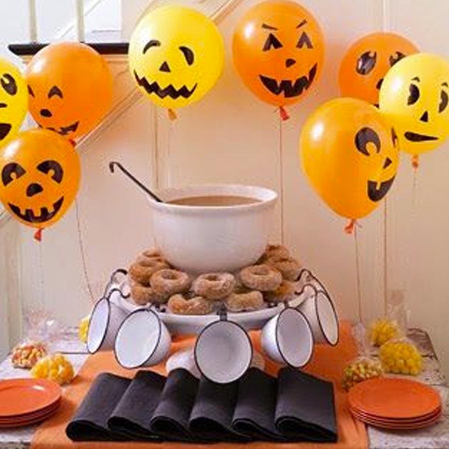 Mesa decorada festa de Halloween por Dani Folloni It Mãe - Rica Festa
